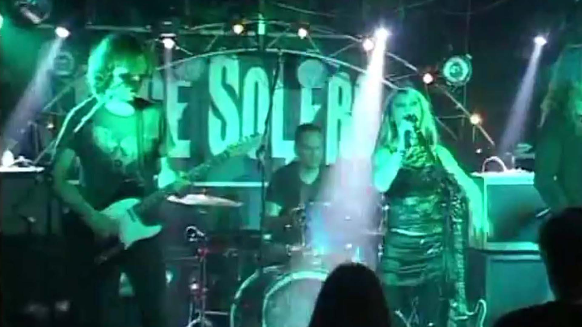 Circles_-_GRACE_SOLERO_-_live_at_Snooty_Fox